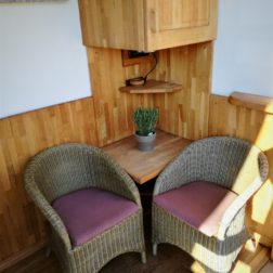 Soba-enojne postelje-balkon-2