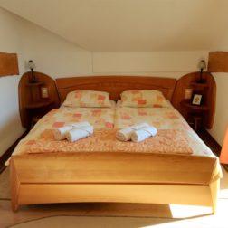 Soba-zakonska postelja-4